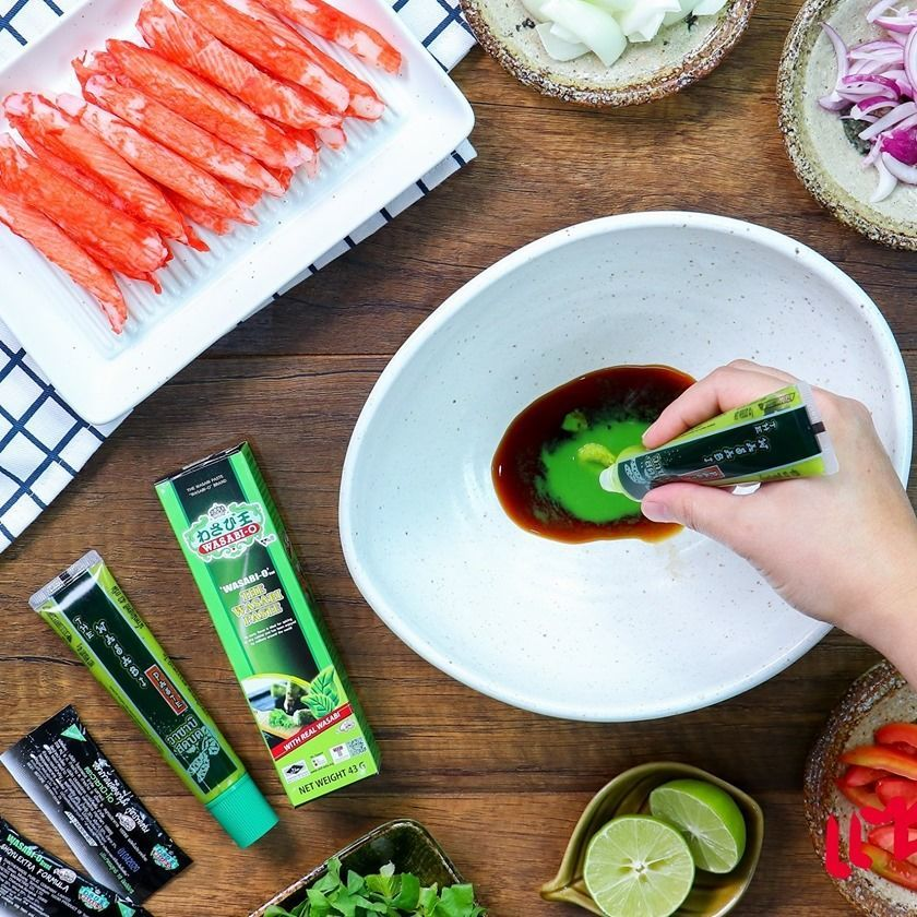 The combination of wasabi and sushi. Can say that it is a very suitable match because Wasabi has properties that help kill bacteria and some viruses for sashimi on sushi. Can say that eating is safe.